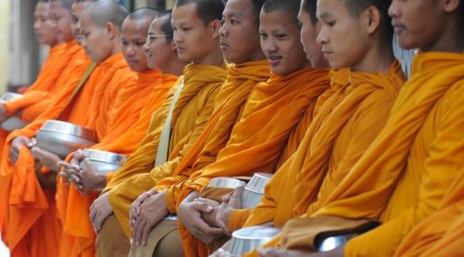 Alms giving, Battambang (3)